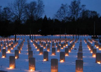 Kerstavond Canadese Begraafplaats in Holten